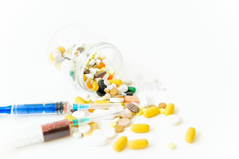 Différentes drogues de médecine, pilules, comprimés Pilules pharmaceutiques de médecine images libres de droits