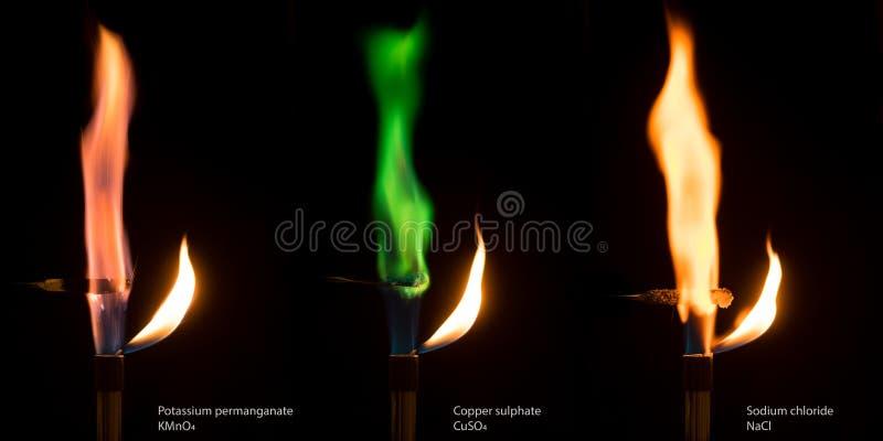 Différentes flammes colorées des sels brûlants image libre de droits