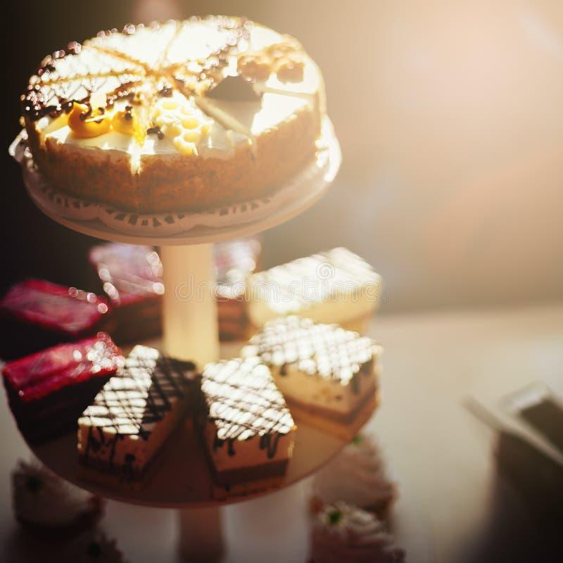 Différents gâteaux savoureux images libres de droits