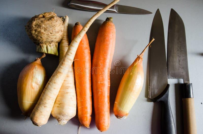 Différents légumes à racine photographie stock libre de droits