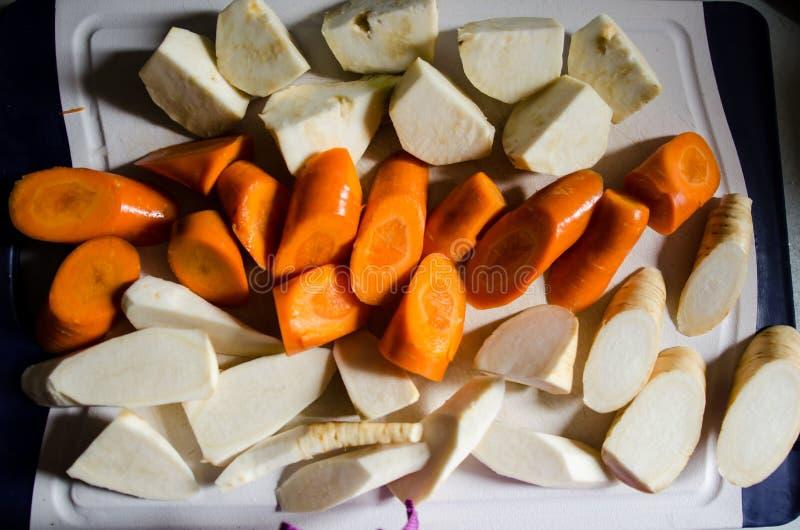 Différents légumes coupés photo stock