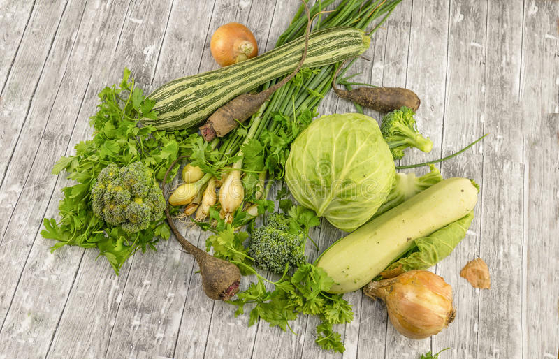 Différents légumes verts frais images stock