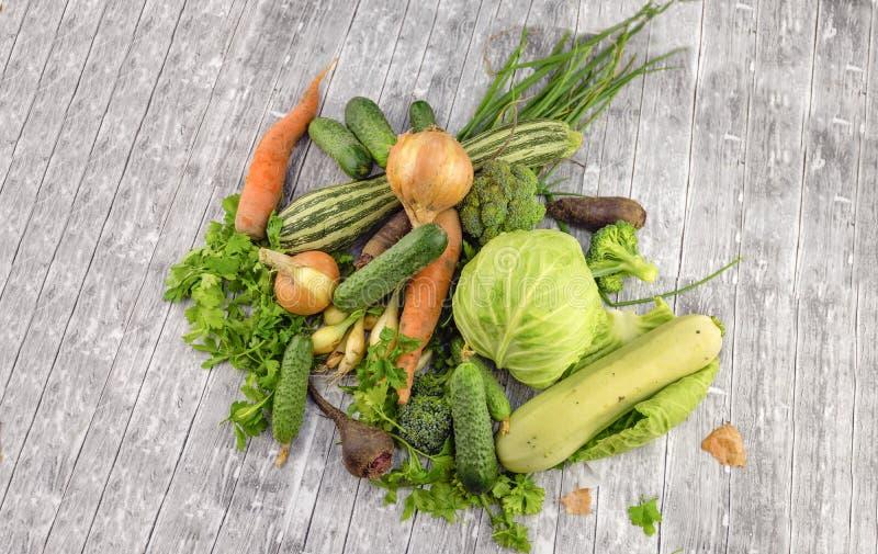 Différents légumes verts frais photos stock