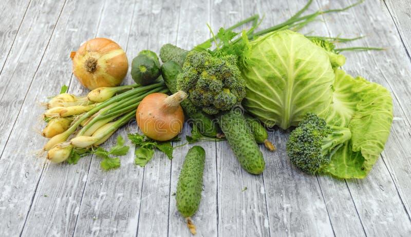 Différents légumes verts frais photo stock