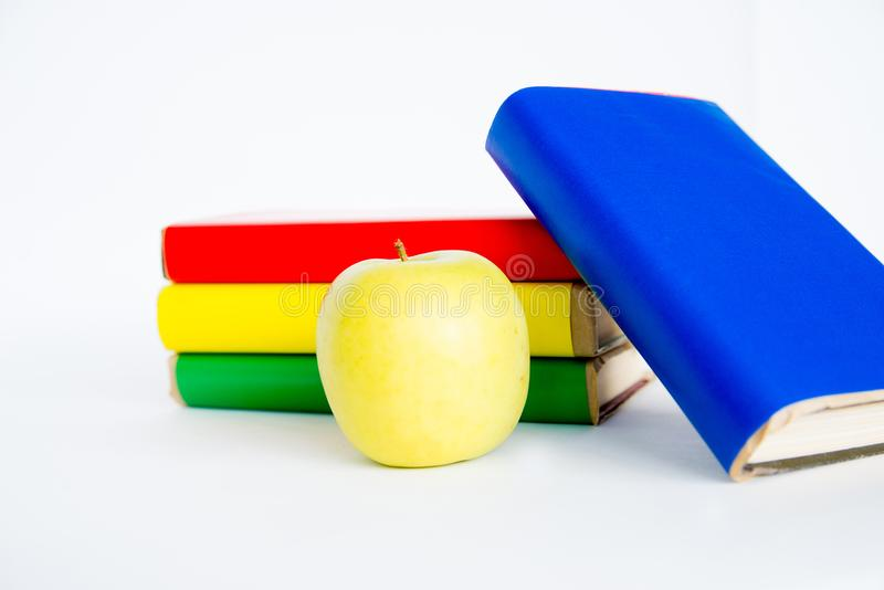 Différents objets d'école images stock