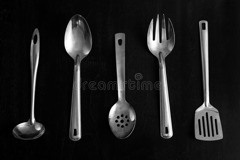 Différents outils de cuisine en métal photos libres de droits