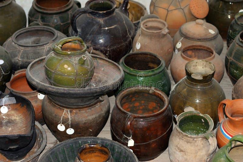 Différents produits médiévaux de poterie photo libre de droits