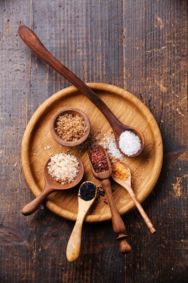 Différents types de sel brut de nourriture photo stock