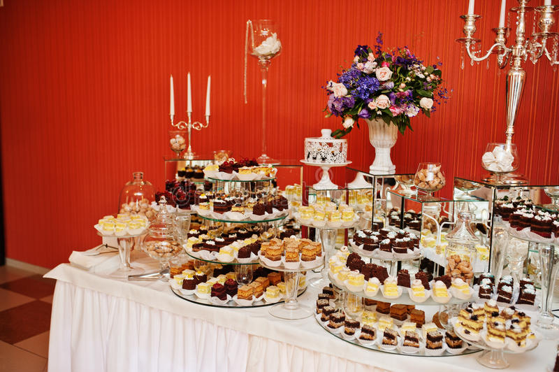 different kinds of wedding cakes different types of cakes and baking at wedding reception 13520