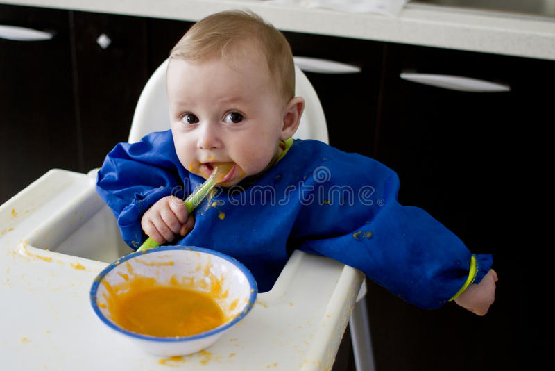 Differenziazione divertente di cibo del bambino immagini stock