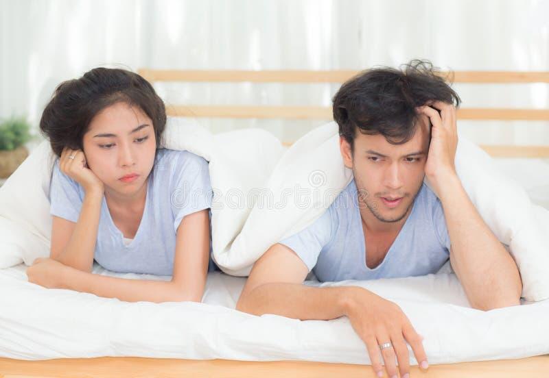 Dificuldades do relacionamento, conflito e conceito de família imagens de stock