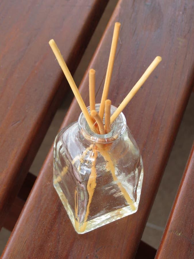 Difusor da fragrância com varas fotografia de stock