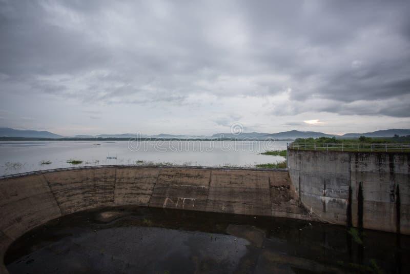 Diga del bacino idrico di Klong Yai fotografie stock