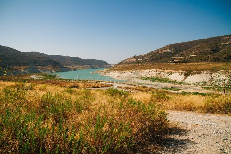 Diga dell'acqua di Alassa nel Cipro fotografia stock