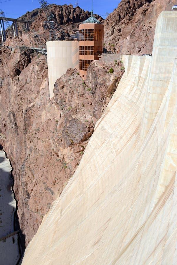 Diga di aspirapolvere, un punto di riferimento idroelettrico massiccio di ingegneria situato sul confine dell'Arizona e del Nevad fotografie stock libere da diritti