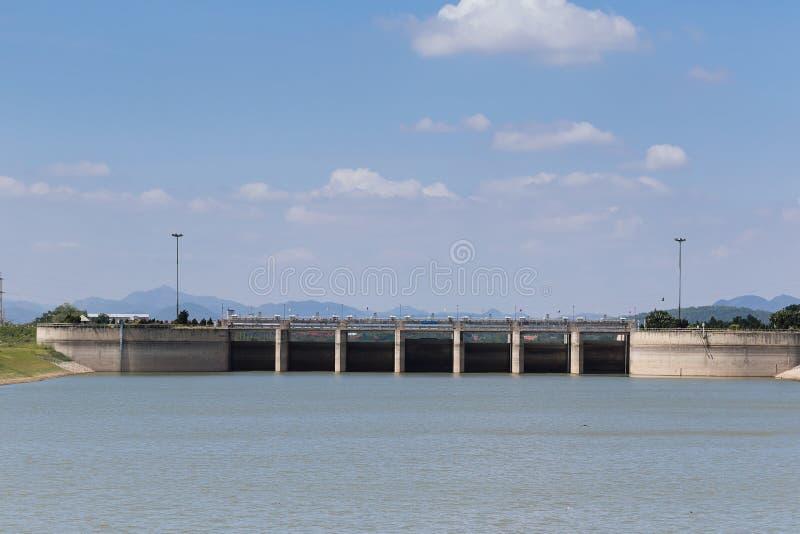 Download Diga di PA Sak Jolasid immagine stock. Immagine di idroelettrico - 56887613