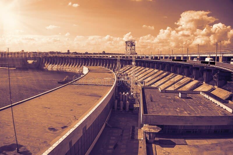 Download Diga idroelettrica immagine stock. Immagine di acqua - 56884411