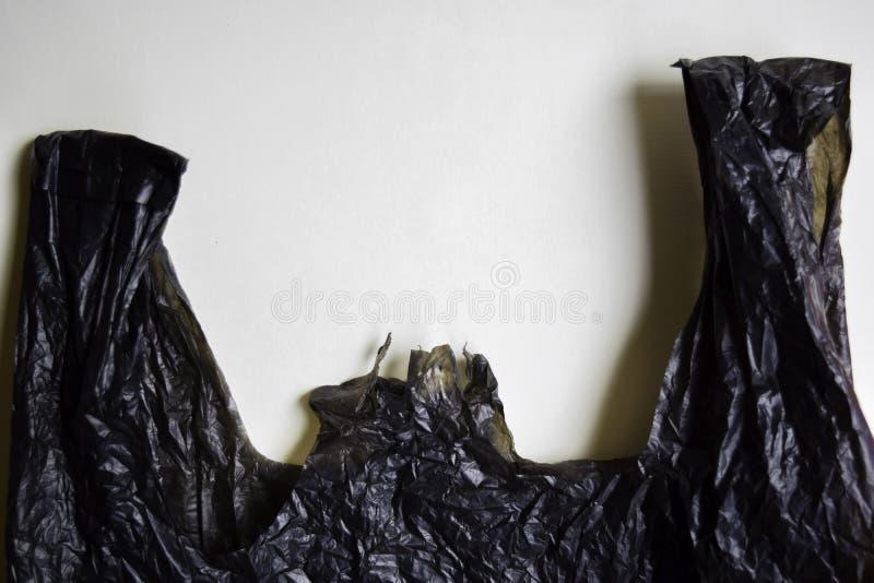 Diga no a las bolsas de pl?stico - fondo blanco aislado un concepto m?s pl?stico imagen de archivo libre de regalías