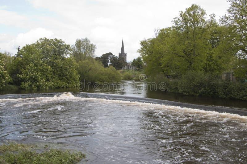 Diga sul fiume Suir, Cahir, Co Tipperary immagini stock libere da diritti