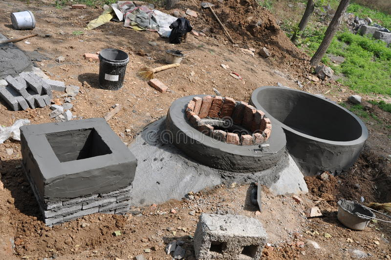 Digestor del biogás del hogar fotografía de archivo