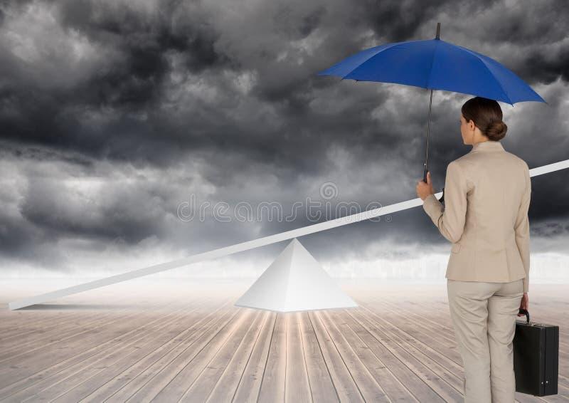 Digitaal beeld die van onderneemster blauwe paraplu en aktentas houden terwijl het bekijken geschommel status stock afbeeldingen