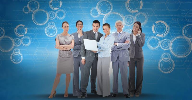 Digitaal geproduceerd beeld van bedrijfsmensen die laptop en slimme telefoon met behulp van tegen pictogrammen op blauwe rug royalty-vrije illustratie