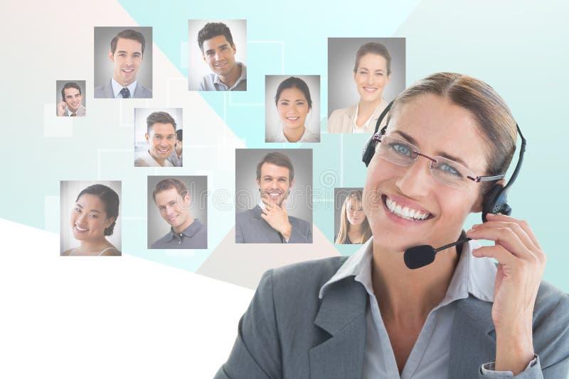 Digitaal geproduceerd beeld van onderneemster die hoofdtelefoons met het menselijke van middelen voorzien op achtergrond met behu stock fotografie