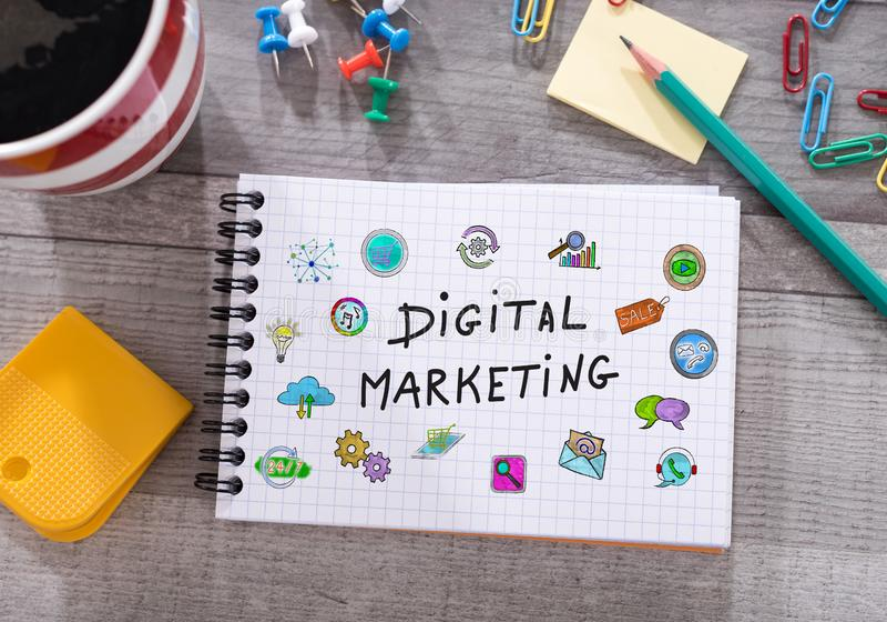 Digitaal marketing concept op een blocnote stock foto