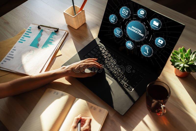 Digitaal marketing concept op het scherm Zaken en Internet-concept royalty-vrije stock fotografie