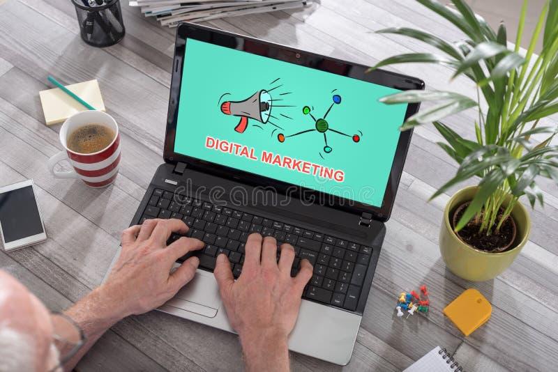 Digitaal marketing concept op laptop royalty-vrije stock afbeeldingen
