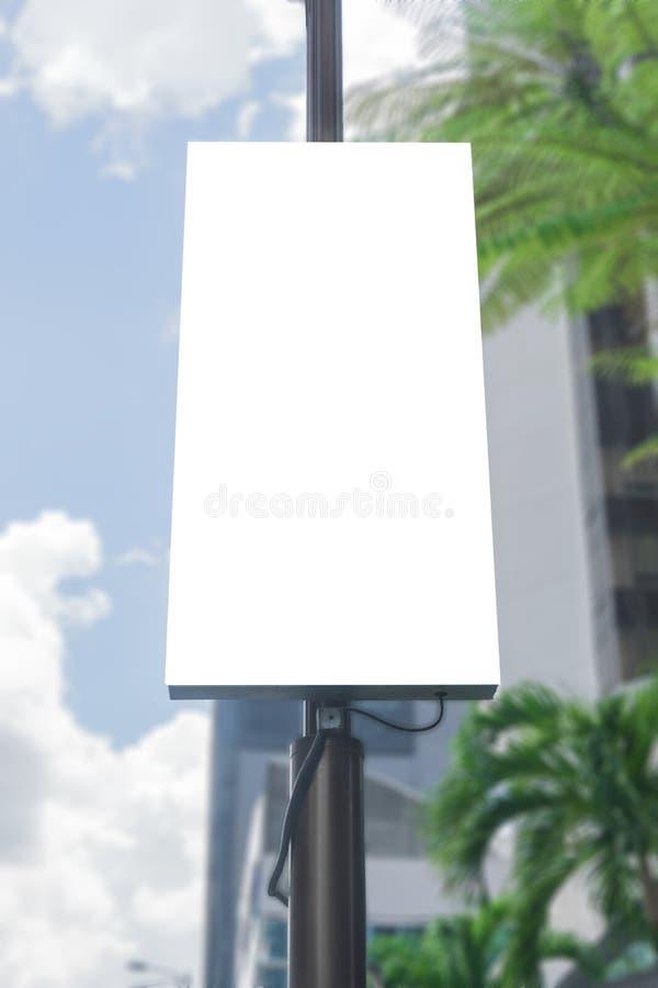 Digitaal media leeg wit het scherm modern paneel, uithangbord voor reclameontwerp in een winkelcentrum, galerij Model royalty-vrije stock fotografie