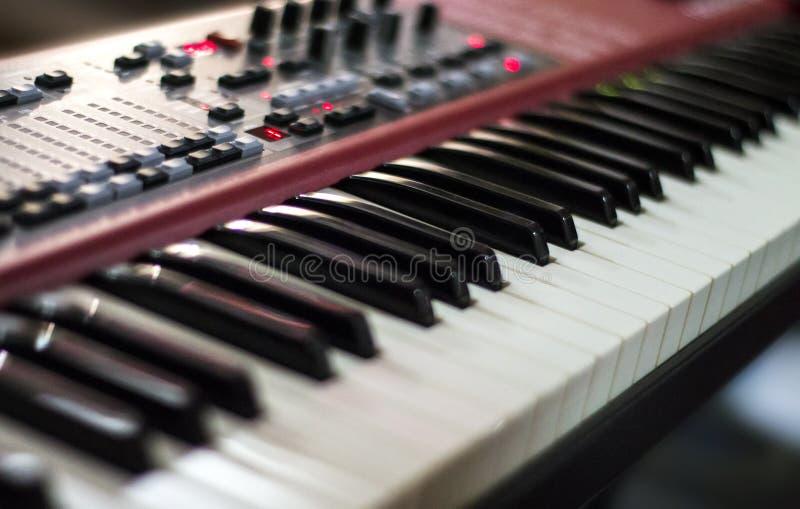 Digitaal rood toetsenbord bij een overleg royalty-vrije stock afbeeldingen