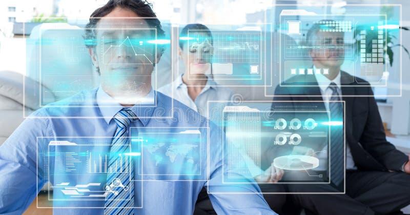 Digitaal samengesteld beeld van de schermen met bedrijfsmensen die op achtergrond mediteren royalty-vrije stock afbeelding