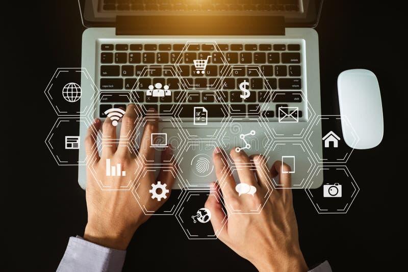 Digital che commercializza media nell'icona virtuale fotografie stock
