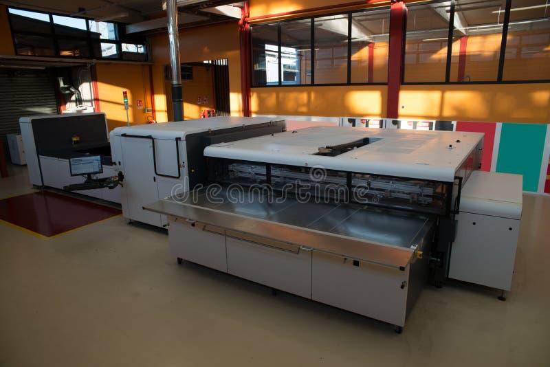 Digital-Drucken - breiter Formatdrucker lizenzfreie stockfotografie