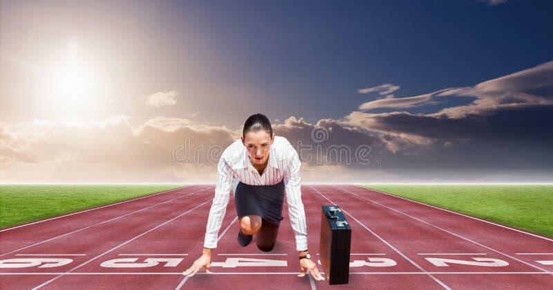 Digital frambragd bild av affärskvinnan på startpunkt på tävlings- spår royaltyfri foto