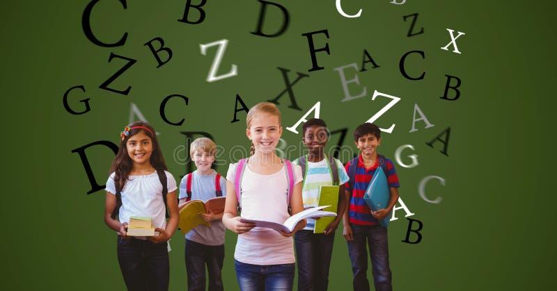 Digital frambragd bild av barn som rymmer böcker med bokstäver som flyger mot grön bakgrund royaltyfri bild