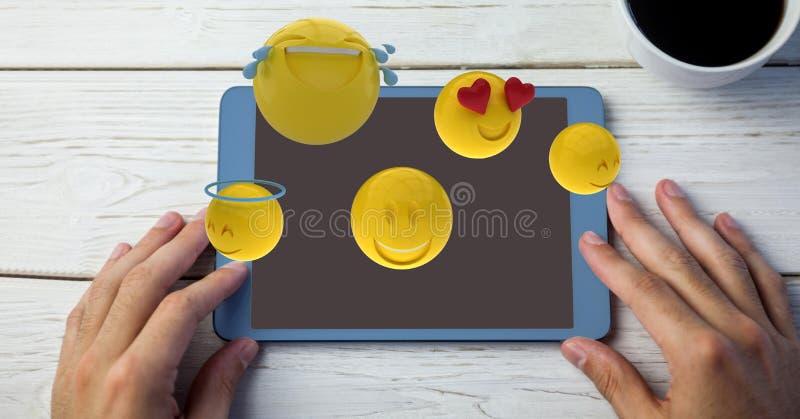 Digital frambragd bild av emojis som flyger över händer genom att använda den digitala minnestavlan vid kaffekoppen på tabellen stock illustrationer