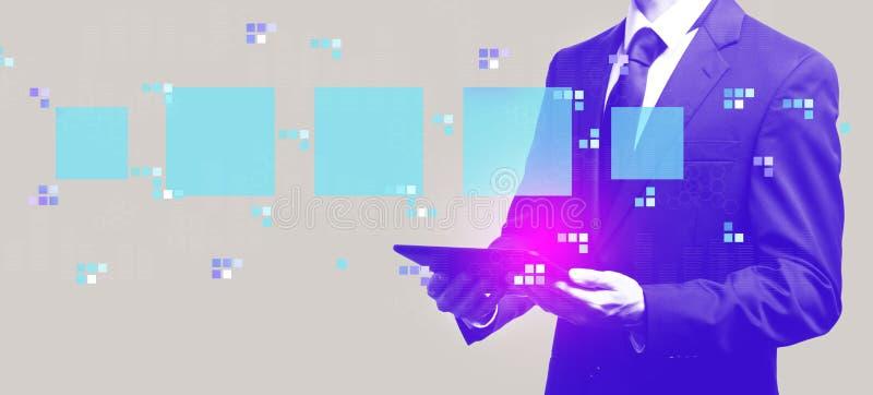 Digital fyrkantiga askar med affärsmannen som rymmer en minnestavla royaltyfri illustrationer