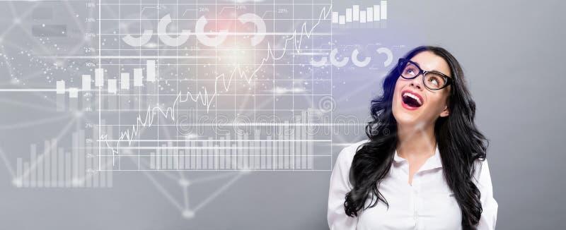 Digital graf med den lyckliga unga affärskvinnan royaltyfri bild
