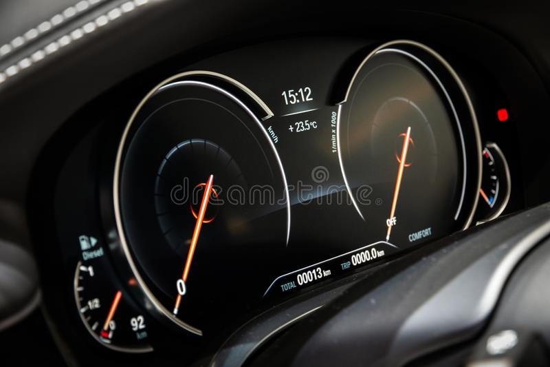 Digital instrumentbrädabmw bil för 7 serie arkivfoton