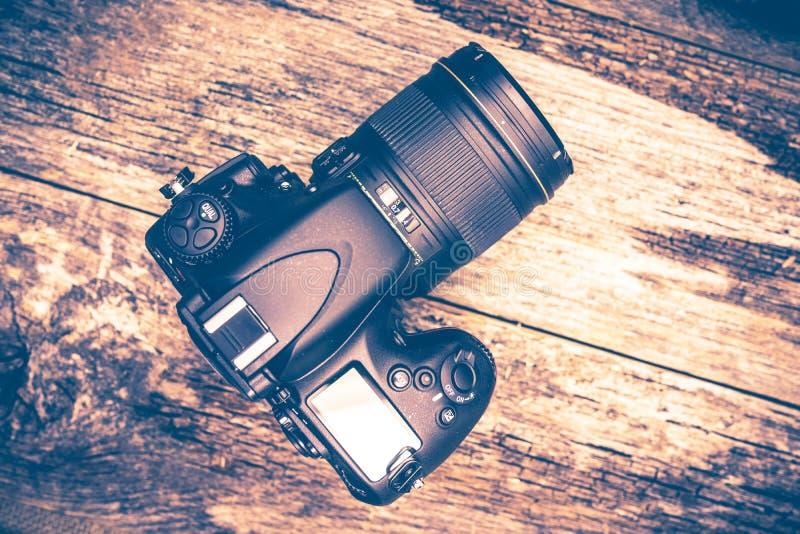 Digital kamera på trä fotografering för bildbyråer