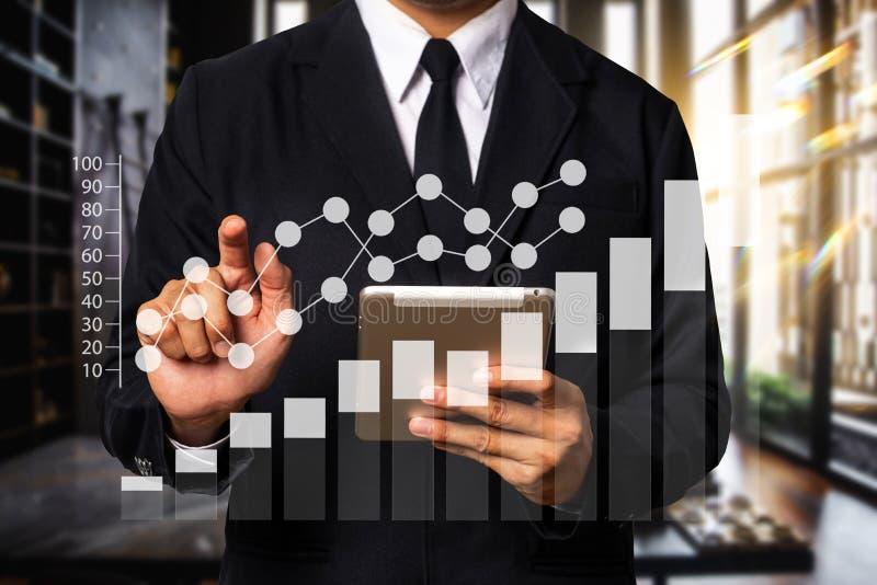 Digital-Marketing-Medien auf virtuellem Schirm Geschäft lizenzfreie stockfotografie