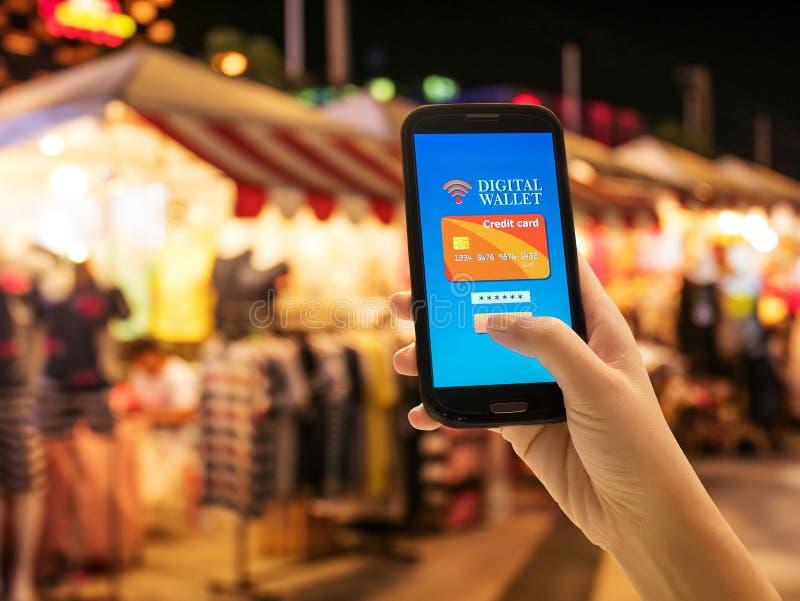 Digital mobil plånbok, internetbankrörelse, modern teknologi royaltyfri fotografi