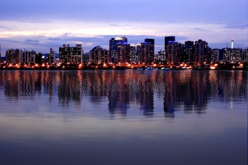 digital reflections seoul skyline στοκ φωτογραφία με δικαίωμα ελεύθερης χρήσης