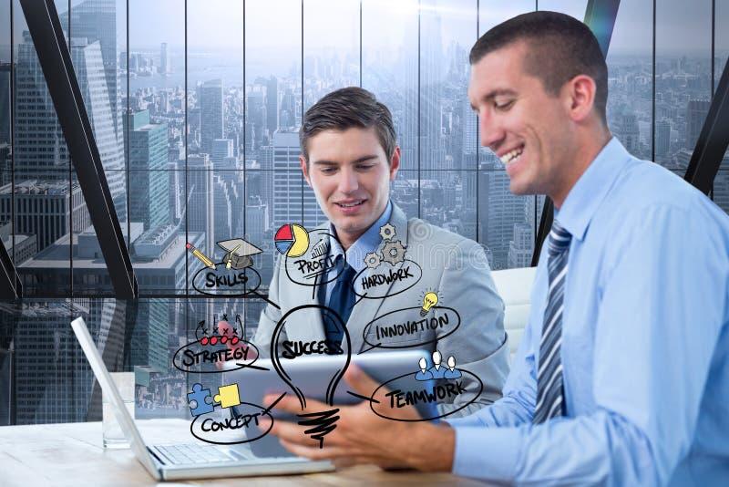 Digital sammansatt bild av affärsmän som i regeringsställning använder bärbara datorn vid symboler arkivfoto