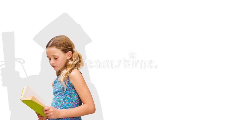 Digital sammansatt bild av flickaläseboken med doktorand- skugga i baksida royaltyfri fotografi