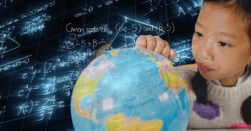 Digital sammansatt bild av flickan som ser jordklotet över matematiklikställande fotografering för bildbyråer