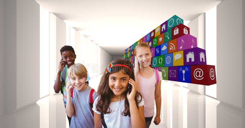 Digital sammansatt bild av skolbarn som använder smarta telefoner vid symboler arkivfoto