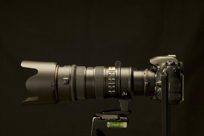 Digital SLR mit dem leistungsfähigen Zoom verbessert lizenzfreies stockfoto